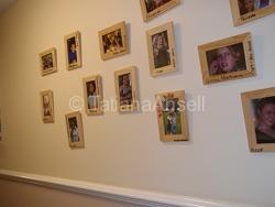 Kingham Hill School - фотографии школьниц на стене общежития