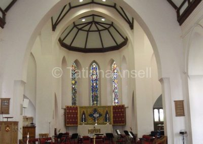 В помещении школьной церкви