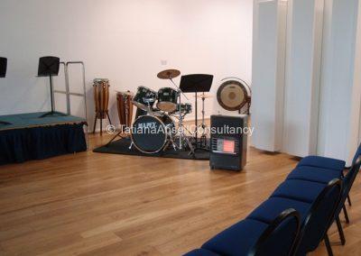 В здании для занятий музыкой