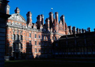 Royal Holloway в лучах заходящего зимнего солнца