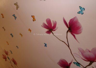 Роспись на стене комнаты в общежитии девочек