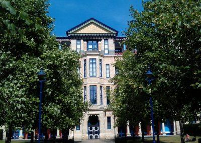 Фасад здания бизнес-школы