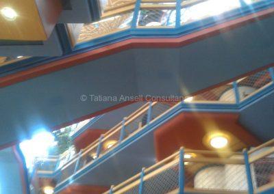 Если посмотреть наверх с первого этажа