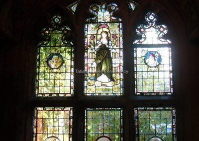 Мозаичные окна в приемной Бокс Хилл