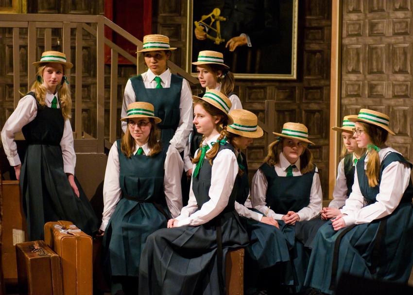 Спектакль в английской школе Leighton Park School