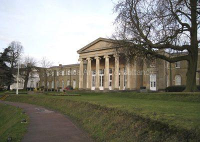 Одно из старейших зданий Mill Hill School