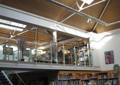 В библиотеке Mill Hill School