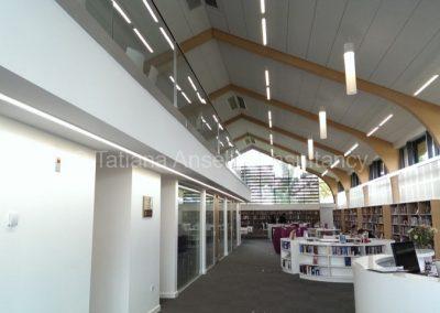 В здании библиотеки Калфорд Скул