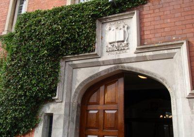 Вход в главное здание Trent College
