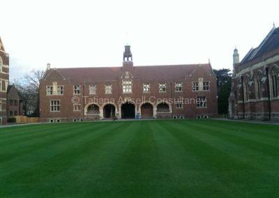 На территории школы The Leys School