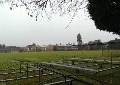 Спортивные поля на территории школы Leys