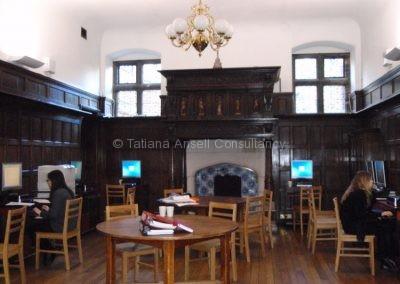В старом здании Woldingham School