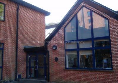 Одно из современных зданий Woldingham School