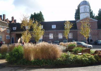 На территории Woldingham School