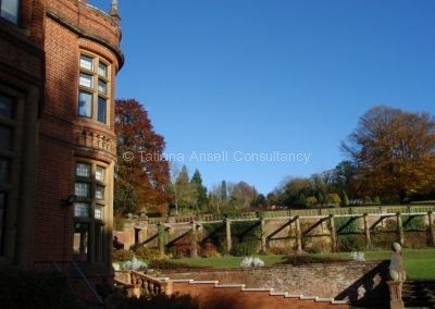 Вид на поля на территории Woldingham School