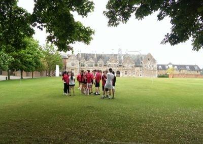 На спортивном поле школы St Edmunds Canterbury