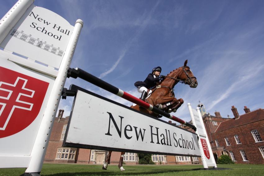 Занятия верховой ездой в британской школе-пансионе New Hall School