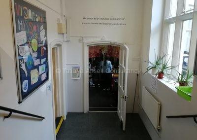 Коридор в здании средней школы ICS