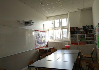 Классная комната в средней школе ICS