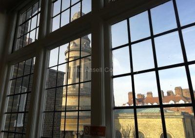 Вид из окна на Лондон в в начальной школе ICS