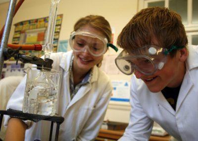 Shrewsbury Colleges Group - на лабораторной по химии