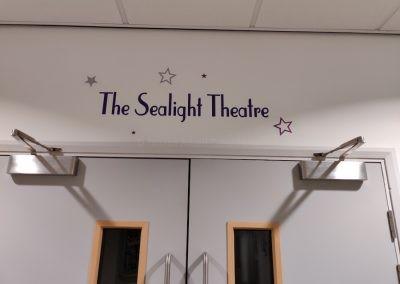 Вход в театр Worthing College