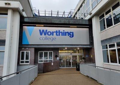Вход в Worthing College