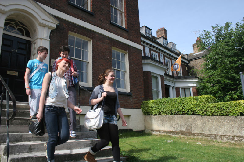Rochester Independent College — колледж в Англии